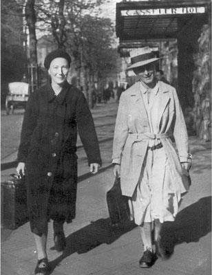 Minna Specht und Grete Henry bringen Dokumente  aus der Walkemühle nach Kassel. AdsD/Friedrich-Ebert-Stiftung 6/FOTA029541
