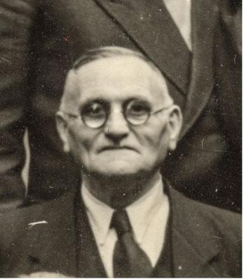 """Hermann Fraatz (1883-1978). Seit 1901 SPD, Dreher im Reichsbahnausbesserungswerk, nach Kriegsende beteiligt am Aufbau des """"Deutschen Eisenbahner-Verbandes"""", ab 1928 Ratsmitglied für die KPD. StA Göttingen"""