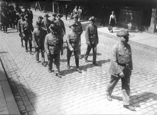 Teilnehmer beim Regimentsappell des Infanterieregiments 82 im Jahre 1928 in der Uniform der Schutztruppen (Kolonialtruppe). Städtisches Museum Göttingen