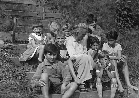 Minna Specht mit Schülern, Walkemühle, 1932. AdsD/Friedrich-Ebert-Stiftung