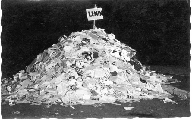 Bücherverbrennung am 10. Mai 1933 in Göttingen. Die Übernahme Geschäftsstelle lieferte zahlreiche ISK-Broschüren für den Scheiterhaufen. Städtisches Museum Göttingen