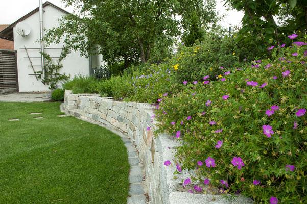 Anwesen mit schwimmteich dorf an der pram schmid gartengestaltung raab - Gartengestaltung app ...