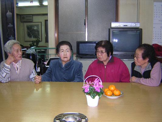 2004年12月9日 駐日韓国大使館・民団東京本部合同歳末高齢者慰問 大田支部会館