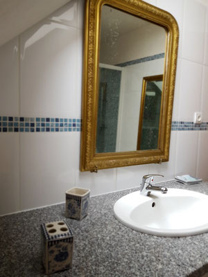 Le Champ du Pré - Chambres d'hôtes entre Sologne et Val de Loire - Week-ends et vacances en amoureux ou en famille - Salle de bain chambre familiale