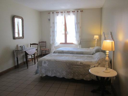 Le Champ du Pré - Chambres d'hôtes entre Sologne et Val de Loire - Week-ends et vacances en amoureux ou en famille - Chambre lits jumeaux