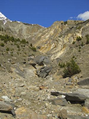 Lukmanier Berg-Flussbett