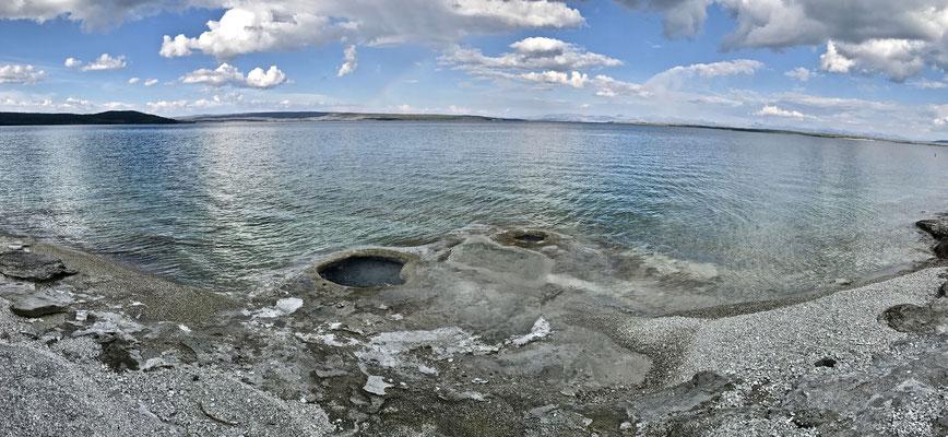 Diese befinden sich direkt am Ufer des Yellowstone Lake.