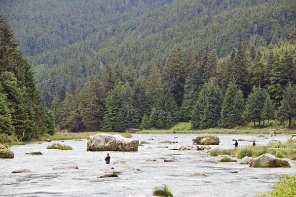 National-Hobby der Amerikaner: Fischen! ob im Fluss oder auf dem See, egal, Hauptsache irgendwo eine Leine in's Wasser werfen, dann ist das Leben in Ordnung.