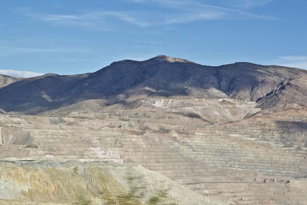 Auf dem Weg nach Tucson kommen wir an aktiven Minen vorbei. Die ganze Region ist wie umgegraben.
