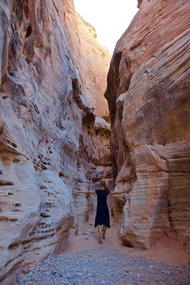 Im White Domes Slot Canyon.