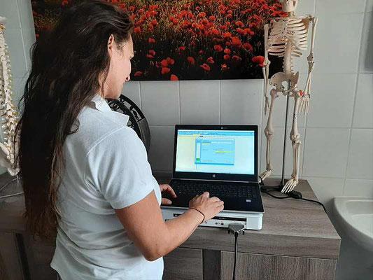 Die Software errechnet passende Frequenzen zur Therapie.