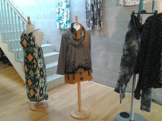 Bekleidung im Workshop 2016 von Teilnehmerinnen gefertigt