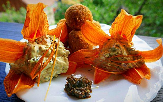Kräuterquark mit Falafelbällchen und Harissa