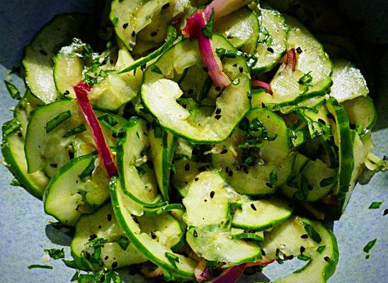 Gurkensalat mit Sauerampfer
