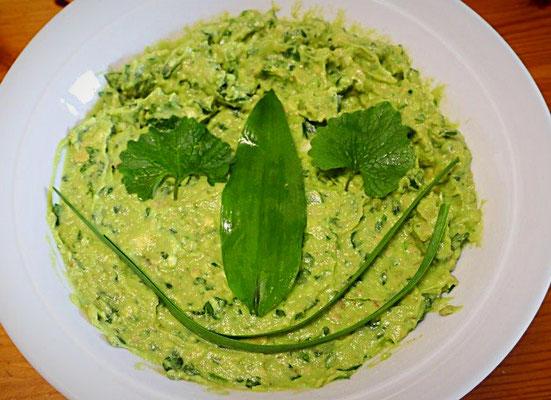 Knobidipp mit Avocado, Bärlauch und Knoblauchrauke