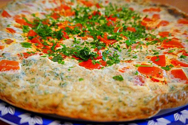 Eieromelett mit Schafgarbe und Tomate