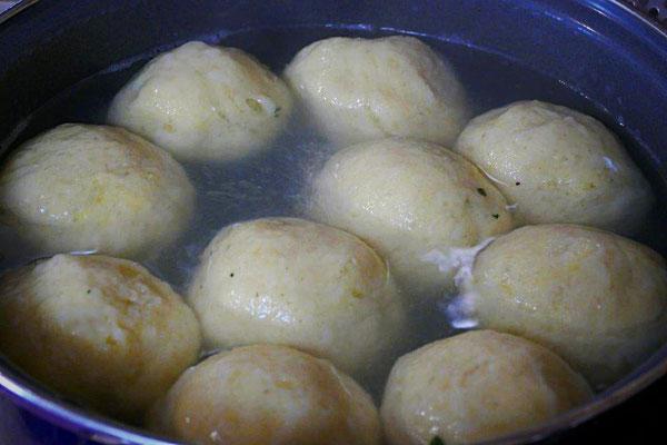 Klöße aus gekochten Kartoffeln