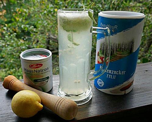 Zitronenlimonade mit Birkenzucker und Natron