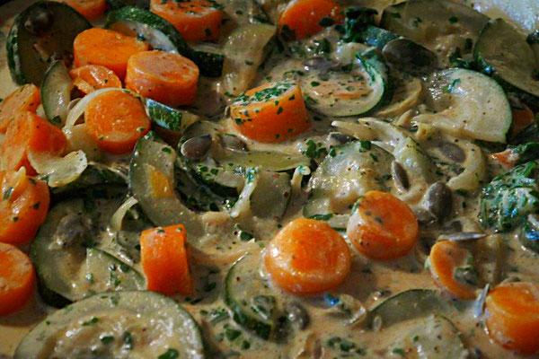 Zucchini-Möhren-Curry mit Kokosmilch