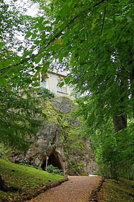 Natürliche Höhle und Ritterkapelle