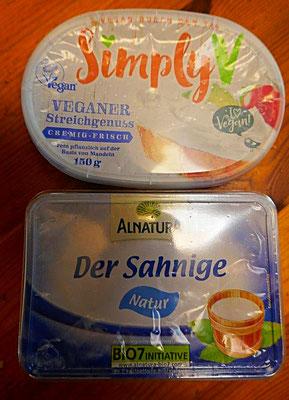 Vegane Mandelcreme aus dem Kühlregal und Frischkäse