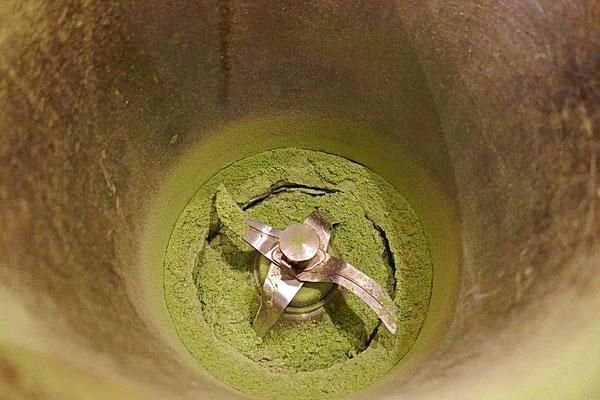 im Thermomix mit Salz pulverisierter Liebstöckel
