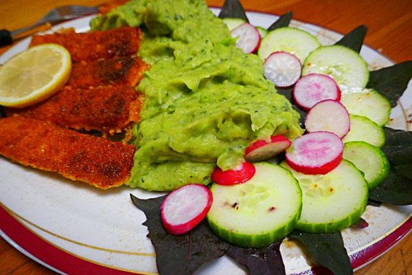 Grüner Kartoffelbrei mit Fischstäbchen