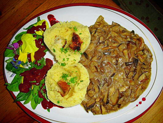 Kartoffelklöße mit Pilzgemüse
