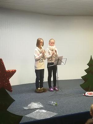 Flötenspiel von Fiona und Leonie (beide Klasse 4a)