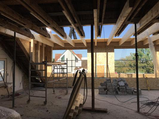 Aus dieser Perspektive sehen Sie den Anschluss der Gaube an das vorhandene Dach.