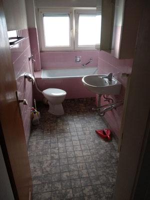 Das Badezimmer entspricht vor dem Umbau nicht mehr den heutigen Standards.