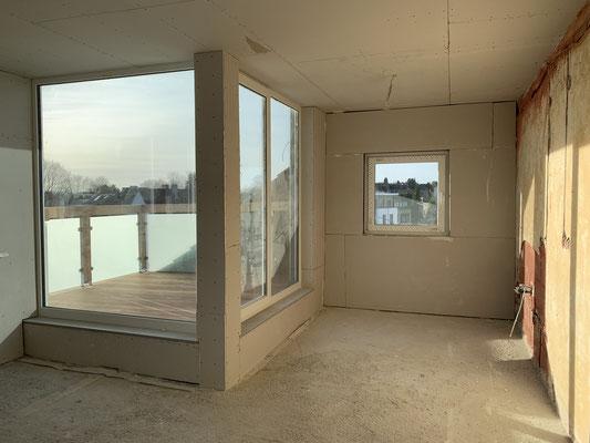 Die Verkleidung der Wände erfolgt durch Gipskartonplatten.