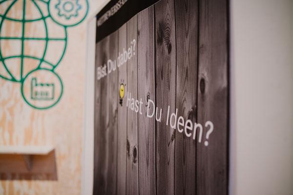 welcome-net Stuttgart, Full-Service-Agentur, Holzwand mit Typo, Carl Benz Arena