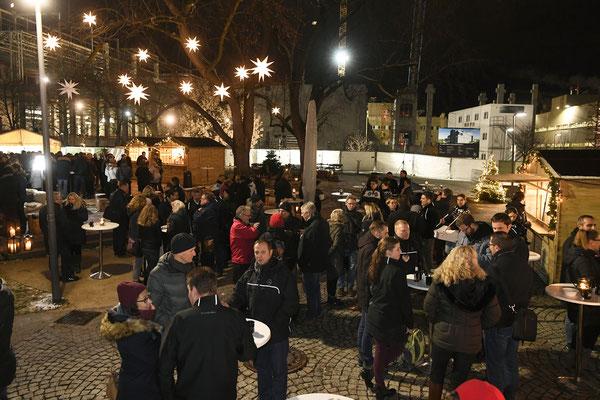 welcome-net Stuttgart, Eventagentur, Gäste auf Weihnachtsmarkt im Mercedes Event Center Sindelfingen