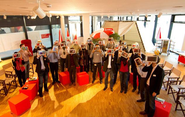 Führungskräfte mit Tablets, welcome-net Stuttgart, Eventagentur