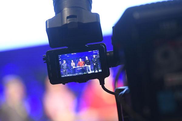 welcome-net, Eventorganisation Stuttgart, Führungskräfte-Veranstaltung, Live-Kamera, Mercedes-Event-Center