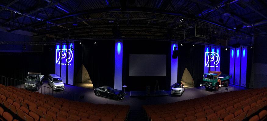 welcome-net Stuttgart, Technischer Erfahrungsaustausch, Hotel Esperanto, Fahrzeugpräsentation auf Bühne