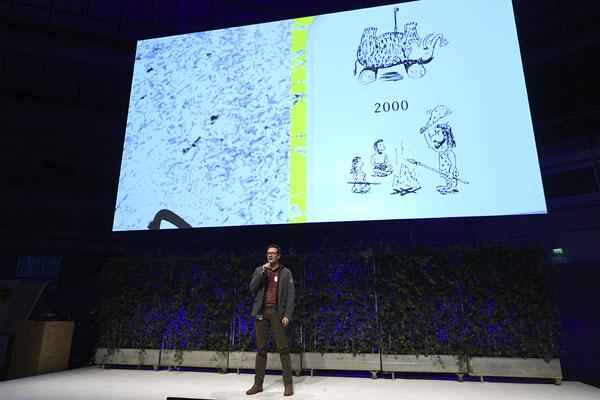 welcome-net, Eventorganisation Stuttgart, Führungskräfte-Veranstaltung Sindelfingen, Redner auf Bühne, Mercedes-Event-Center