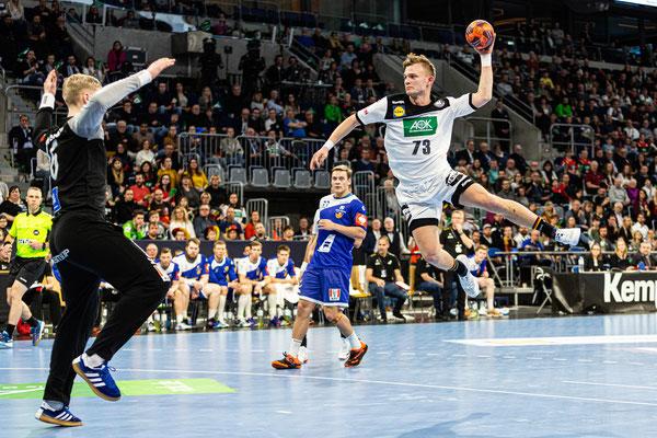 Handball Nationalspieler Timo Kastening beim Länderspiel gegen Island