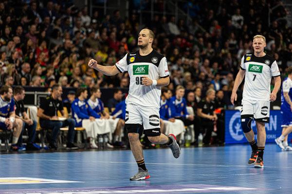 Handball Nationalspieler Paul Drux beim Länderspiel gegen Island