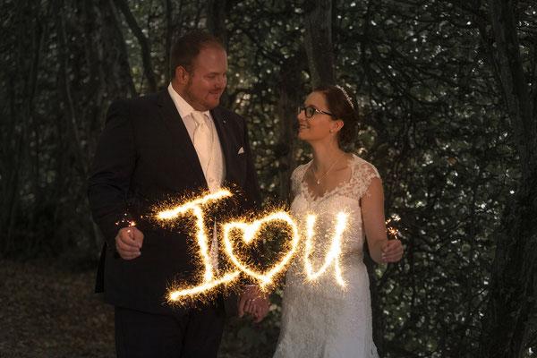 kreative Hochzeitsfotos mit Wunderkerzen