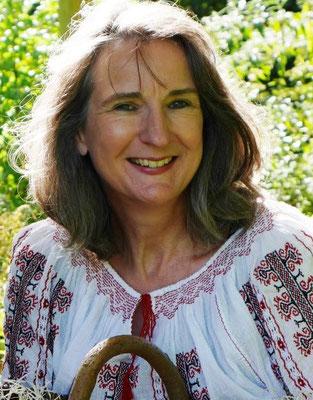 2016 Aurelia L. Porter in rumänischer Bluse