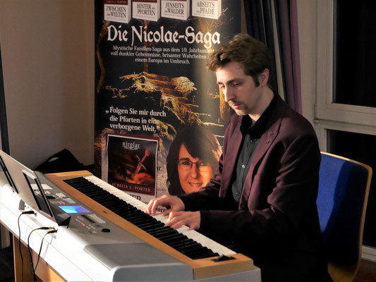 "Komponist Maximilian J. Zemke - Bühnenprogramm ""Verborgene Welten"" in Tangstedt"
