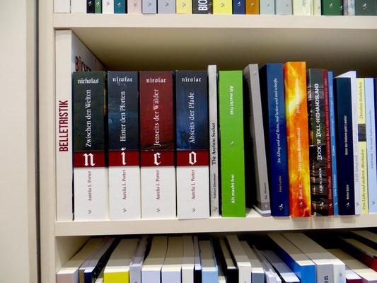 Die Nicolae-Saga im Messe-Bücherregal