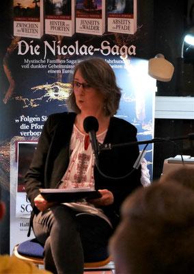 """Autorin Aurelia L. Porter - Bühnenprogramm """"Verborgene Welten"""" in Tangstedt"""