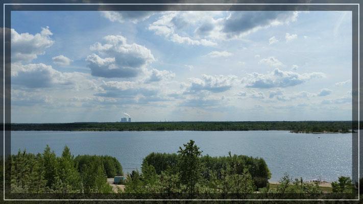 Blick vom Hochufer zum Kraftwerk Lippendorf