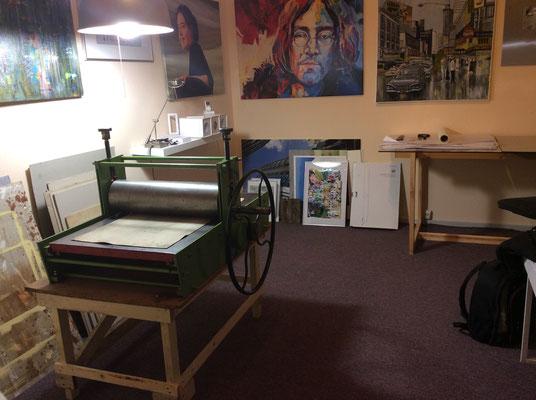 Die große im alten Atelier mit Malerei gezeigt....