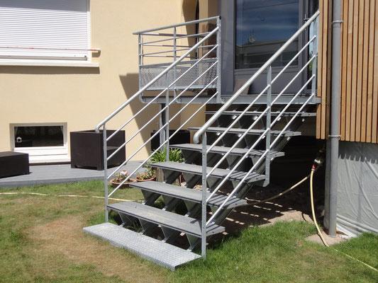 CMC Métallerie Avranches(50)-Escalier avec palier acier galvanisé