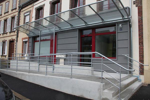 CMC Métallerie Avranches(50)-Cerisy La Forêt-Auvent d'entrée acier galvanisé verre