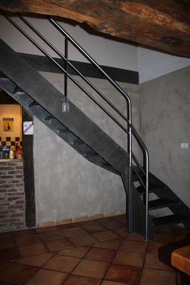 CMC Métallerie Avranches(50)-Escalier métallique brut vernis